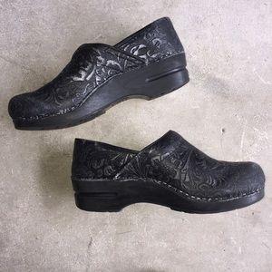 Zunita danish clog size 8